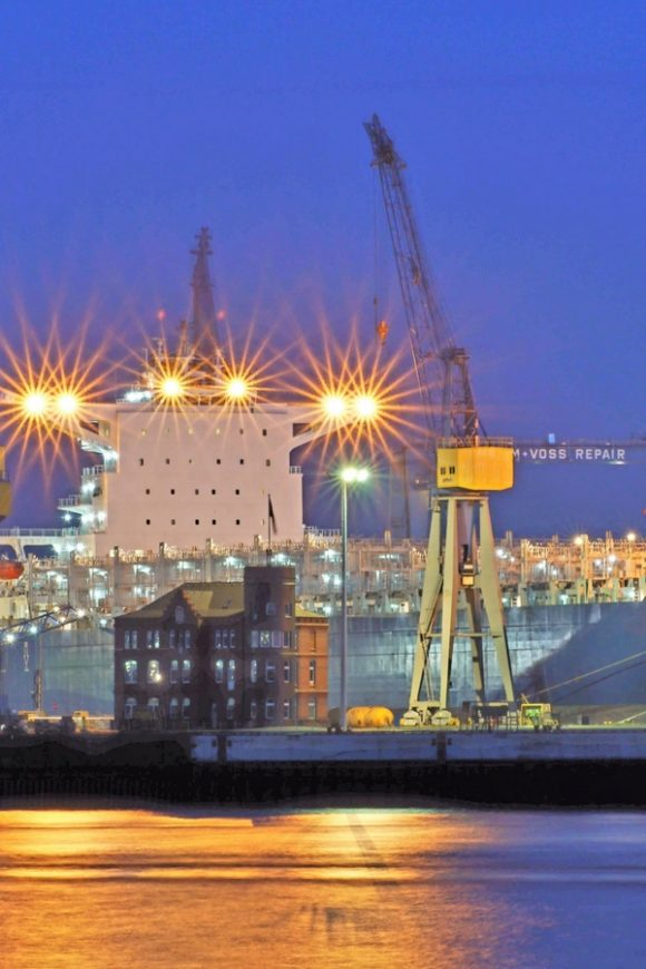 Turnpoint LED lights for marines and shipyards